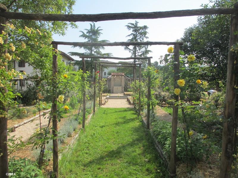 Il giardino del chiostro il giardino orto - L orto in giardino ...